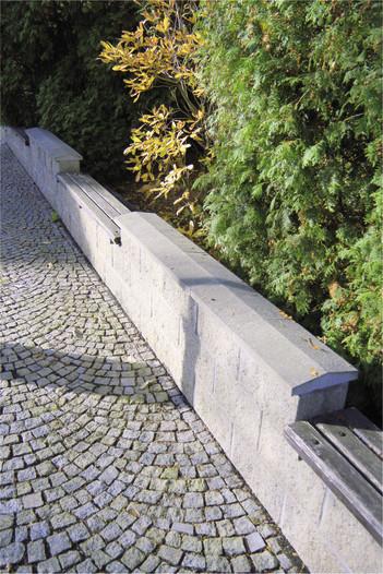 Betonová plotová stříška - štípaná