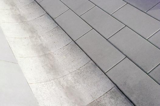Odvodňovací žlab betonový, velký