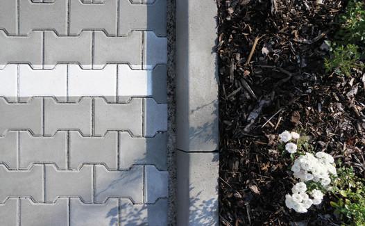 Betonový silniční obrubník, šířka 100 mm