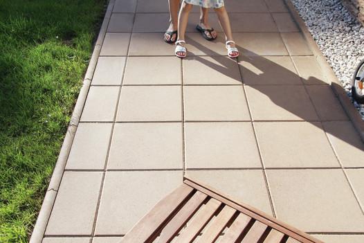 Betonový zahradní obrubník, výška 200 mm